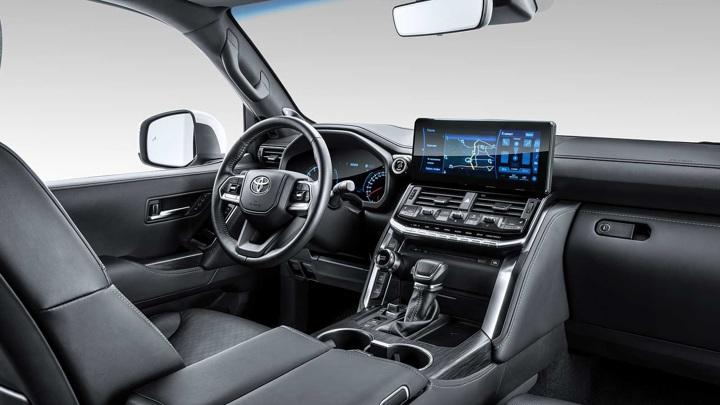 """Легче и жестче: в России появился """"вседорожный"""" Toyota Land Cruiser 300"""
