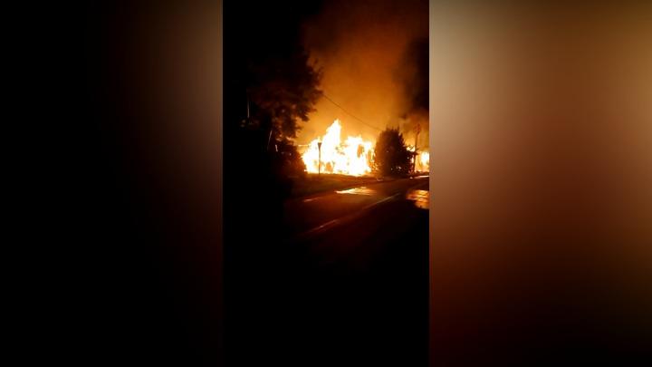 В Новгородской области ночью сгорели три дома