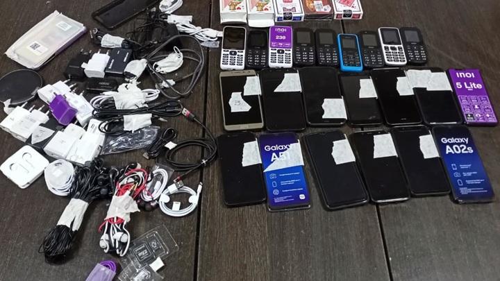 """В Марий Эл """"курьер"""" пытался перебросить пакет с телефонами в колонию"""