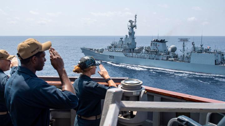 Американский ракетный эсминец Laboon вошел в Черное море