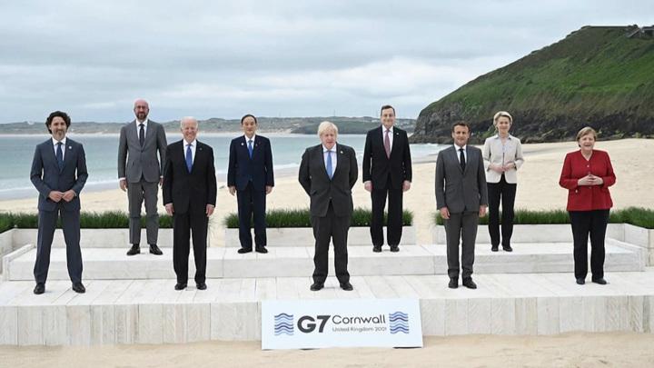 """Обмен подарками, ужин в """"Эдеме"""" и злорадство Трампа: как проходит саммит G7"""