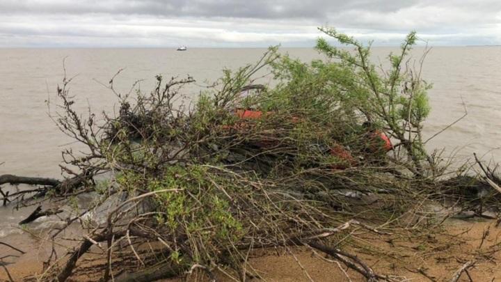 Лодку с ребенком на борту нашли в Приморье, родители пропали без вести