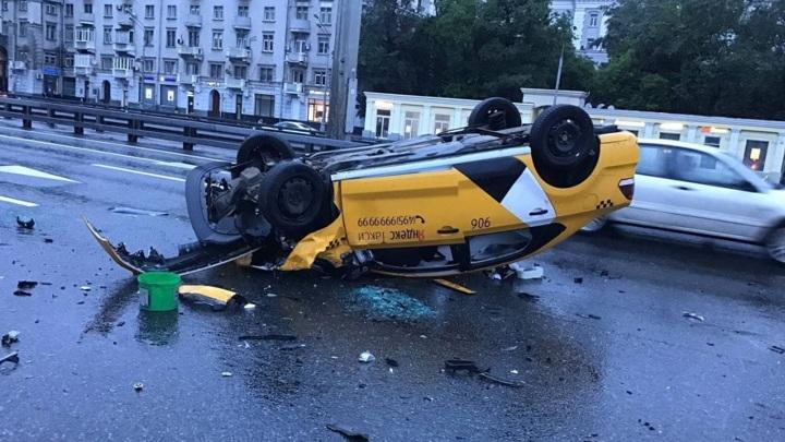 В Москве снизилось число смертельных аварий с участием такси