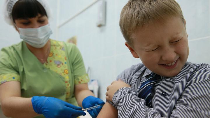 Гинцбург сообщил подробности о детской прививке от коронавируса