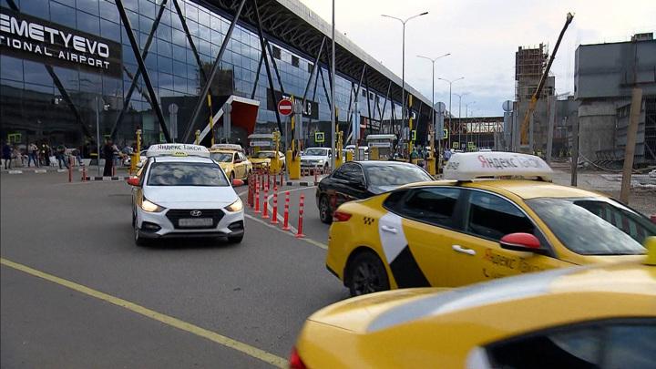 В Москве таксистов с иностранными правами отключат от заказов