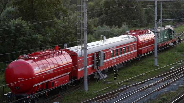 Ночной клуб на севере Москвы тушит пожарный поезд