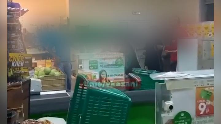 В Челнах подростки напали на продавщиц, помешавшим украсть алкоголь