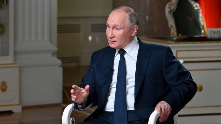 Путин: НАТО постоянно проводит военные учения возле российских границ