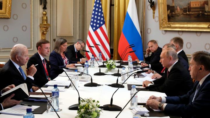 Путин и Байден приступили к переговорам в расширенном составе