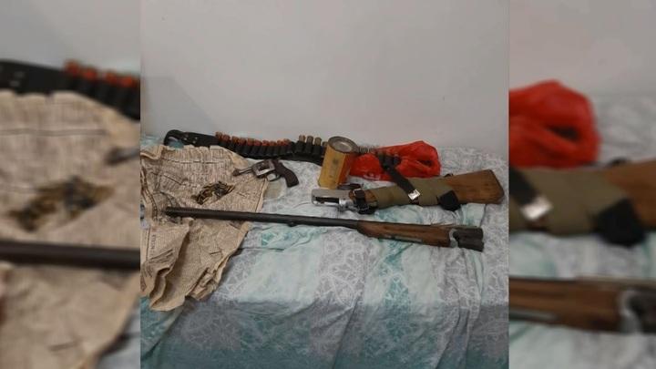 У жителя Смоленска во время обыска обнаружили коноплю и револьвер