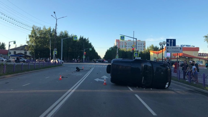 Момент столкновения пяти машин в Нефтеюганске попал на видео