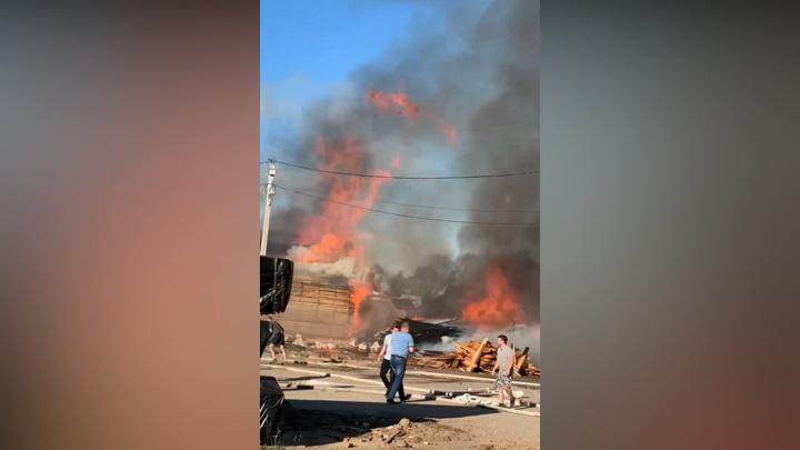 Пожар под Владимиром бушует на 10 тысячах квадратных метрах