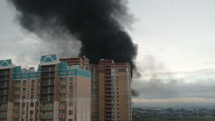В Ростове загорелся производственный мусор