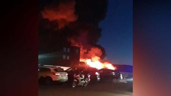На юго-востоке Москвы произошел пожар на металлобазе