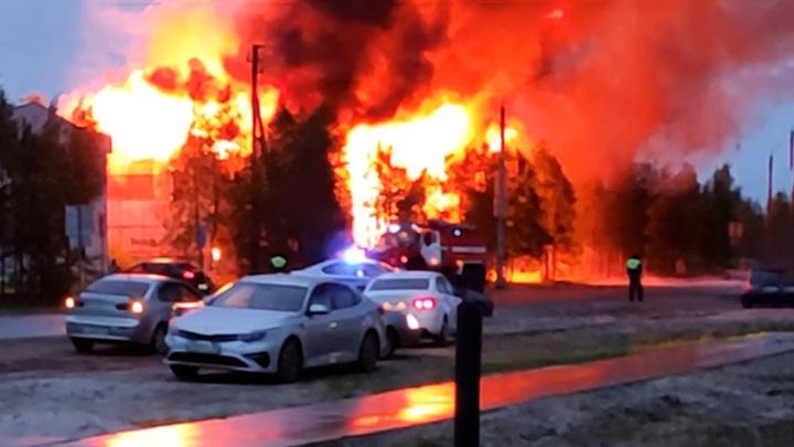 6 часов борьбы: на Ямале произошел крупный пожар
