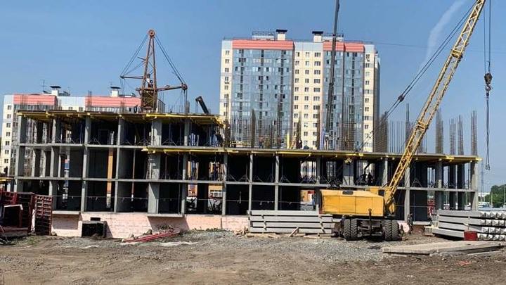 В Новосибирске бетонная плита убила 32-летнего мужчину