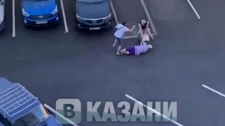 В Казани неадекватный мужчина бросался на прохожих