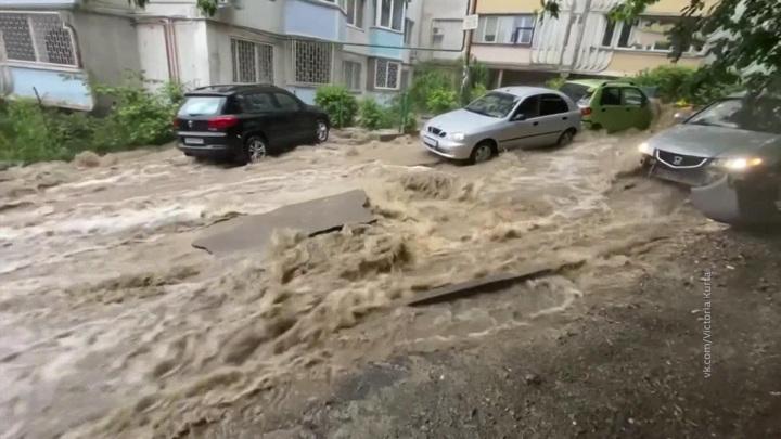 Улицы превратились в реки: такого наводнения не было 100 лет