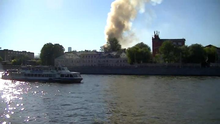 Один человек пострадал во время пожара на Лужнецкой набережной