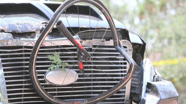 В Аризоне автомобиль врезался в участников велогонки
