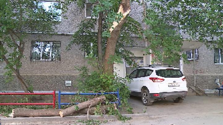 На Урале в пострадавшие от урагана населенные пункты вернули электроснабжение