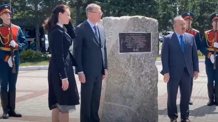 В Омске заложили первый камень стелы трудовой доблести