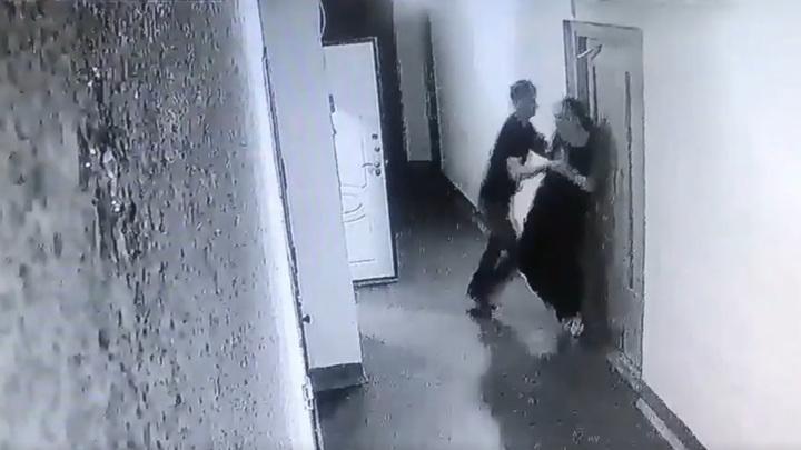 Ночное буйство петербуржца, напавшего на бывшую, попало на видео