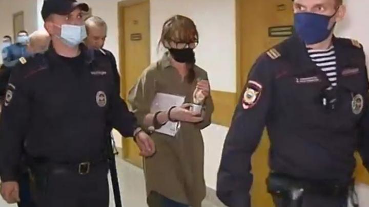 """Вынесен приговор женщине, укравшей в АК """"Алроса"""" алмазов на 713 миллионов"""