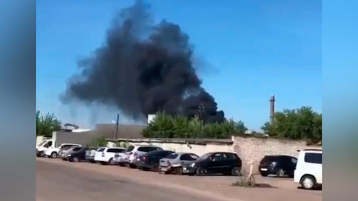 Крупный пожар на предприятии в Уфе: горит закрытый цех