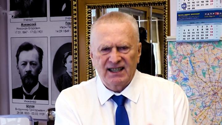 Жириновский призвал всех вакцинироваться