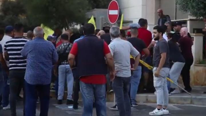 Корреспондента Sputnik избили на акции в Бейруте