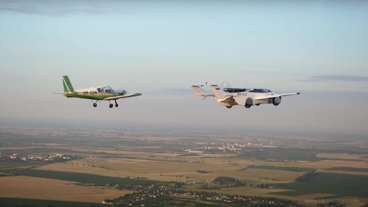 Летающий автомобиль AirCar совершил первый длительный полет