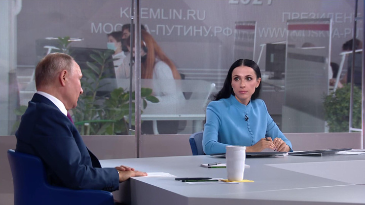 """Путин в рамках """"Прямой линии"""" рассказал о мерах поддержки малого бизнеса"""
