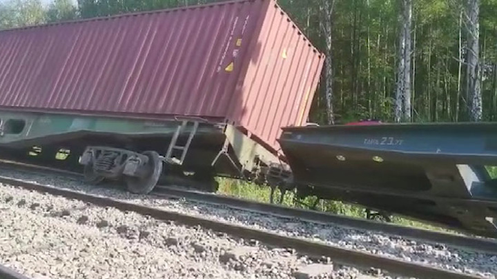 На Урале произошел сход вагонов грузового поезда