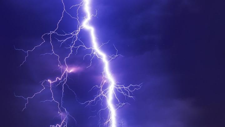 Молния попала в направлявшийся в Сочи самолет с пассажирами