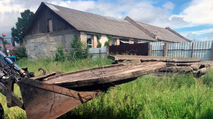 В Тверской области 9-летний мальчик упал в колодец