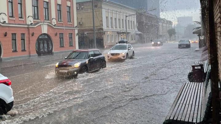 Из-за подтопления в Казани приостановлено движение трамваев и троллейбусов