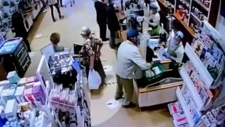 Сибиряк купил продукты за чужие деньги