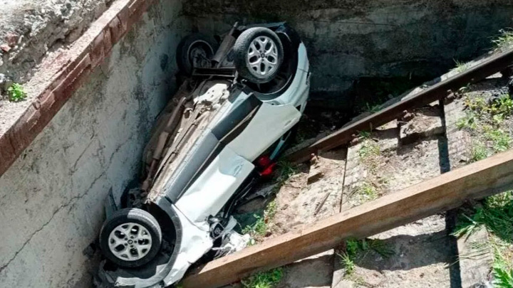 Жертвой падения автомобиля с подъемника стала известная журналистка