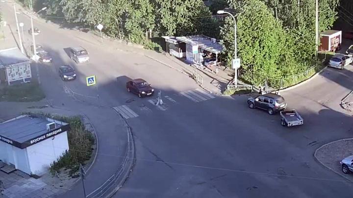 80-летний мужчина погиб под колесами автомобиля в Петрозаводске