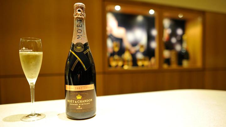 Французский министр сообщил о решении проблемы с шампанским в России