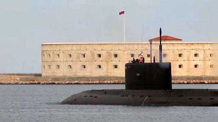 """На фоне Sea Breeze: экипаж подлодки """"Колпино"""" успешно прошел учения в Черном море"""