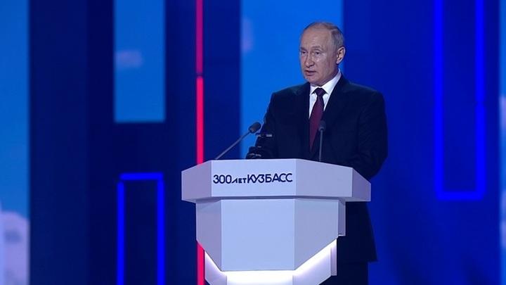 Путин одобрил идею принимать в кадетское училище в Кемерове девочек