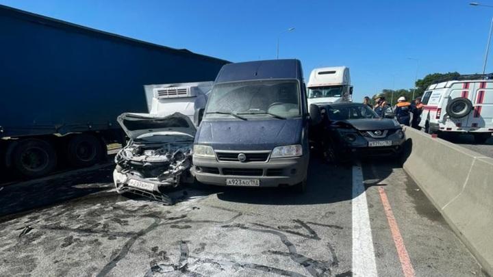 """Крупное ДТП на трассе """"Дон"""": столкнулись 9 автомобилей, есть жертвы"""