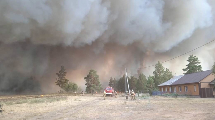 Природный пожар перекинулся на село Джабык в Челябинской области