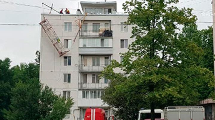 В Петербурге во время высотных работ опрокинулась строительная люлька