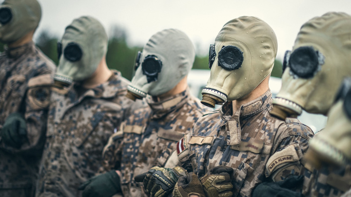 Латвийских военных пообещали увольнять, если они не привьются