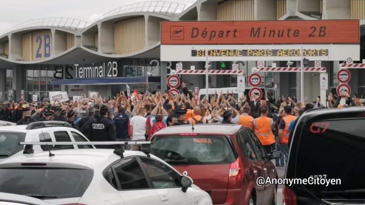 Бастующие против полиции: беспорядки в парижском аэропорту