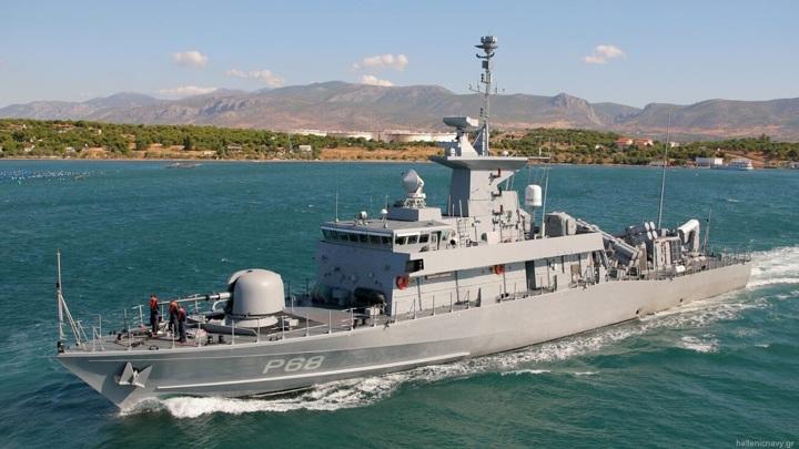 Черноморский флот взял на контроль действия греческого ракетного катера