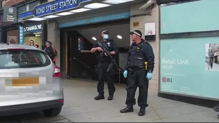 В лондонском метро преступник с мачете напал на пассажиров